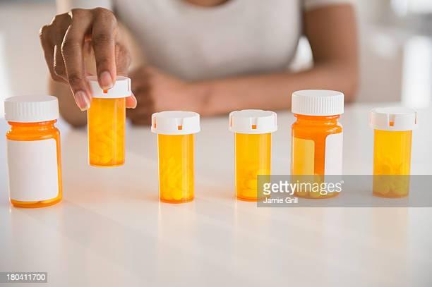 USA, New Jersey, Jersey City, Woman's hand holding medicine