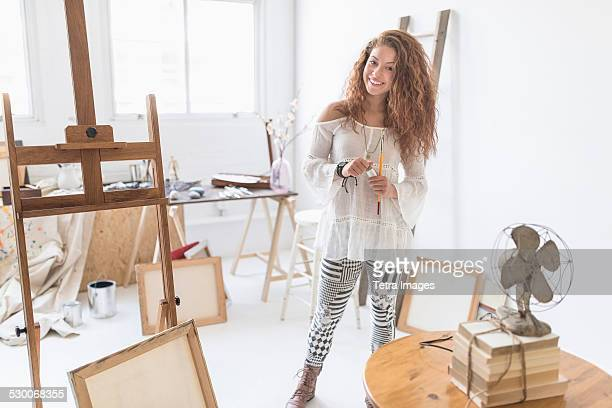 USA, New Jersey, Jersey City, Young female artist in studio