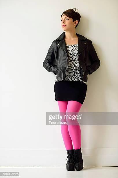 usa, new jersey, jersey city, young woman wearing pink stockings - mulher saia curta imagens e fotografias de stock