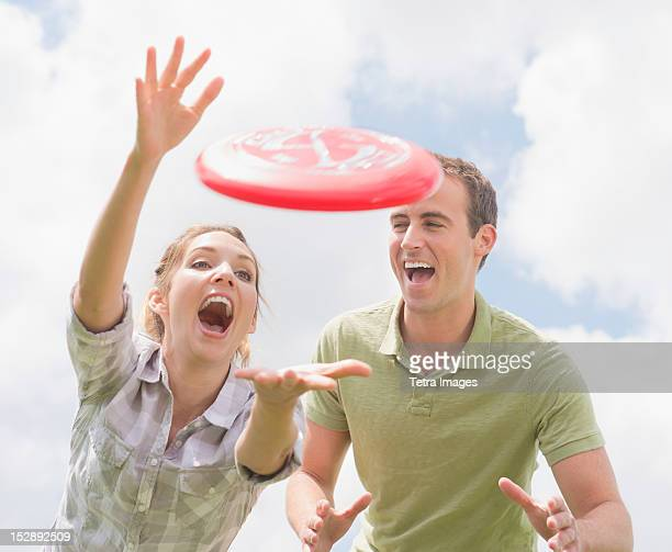 USA, New Jersey, Mendham, Couple playing with frisbee