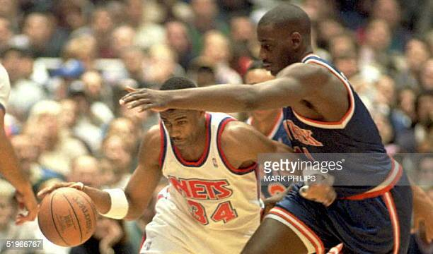 New Jersey Nets Chris Morris slips under the outstretched arm of New York Knicks Anthony Mason on a fast break in the first half their NBA game 27...