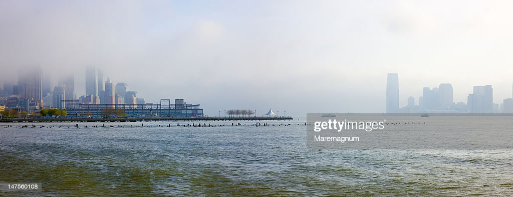 New Jersey viewed from the Hudson River Greenway : Stock Photo