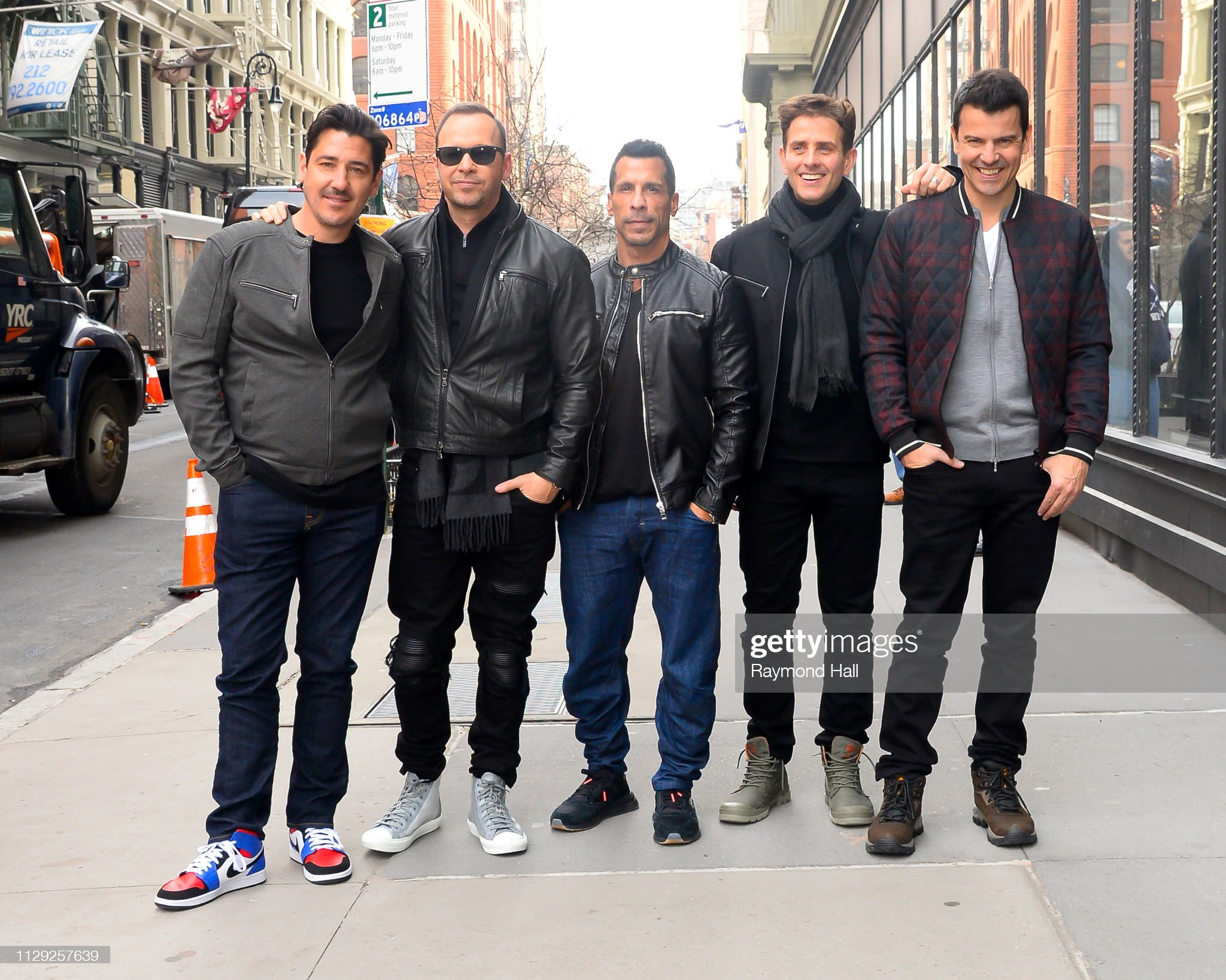 ¿Cuánto mide Donnie Wahlberg? - Altura - Real height New-kids-on-the-block-members-jonathan-knight-donnie-wahlberg-danny-picture-id1129257639?s=2048x2048