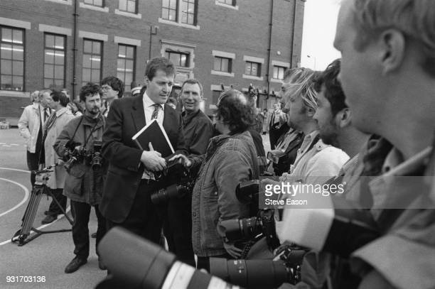 New Labour campaign director Alistair Campbell briefs a group of press photographers UK 3rd October 1986