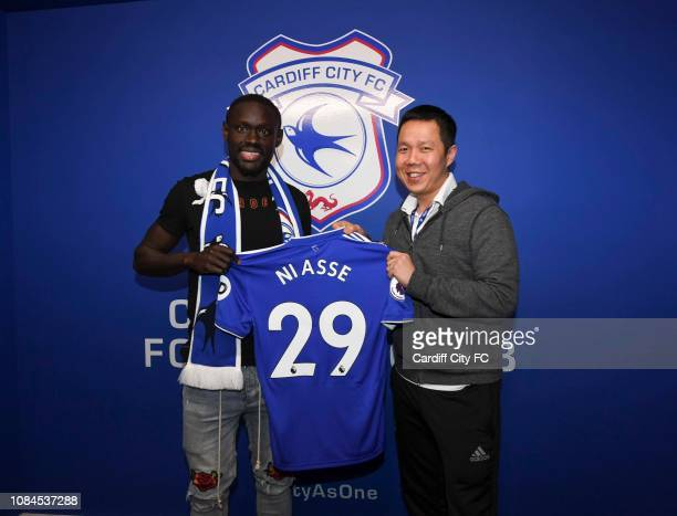 New loan signing Oumar Niasse No 29 of Cardiff City with Ken Choo CEO of Cardiff City during his unveiling on January 18, 2019 in Cardiff, Wales.