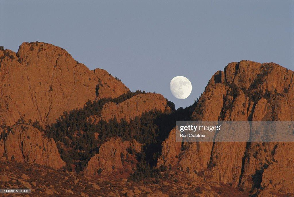 USA, New Mexico, Albuquerque, moon over Sandia Mountains : Stock Photo