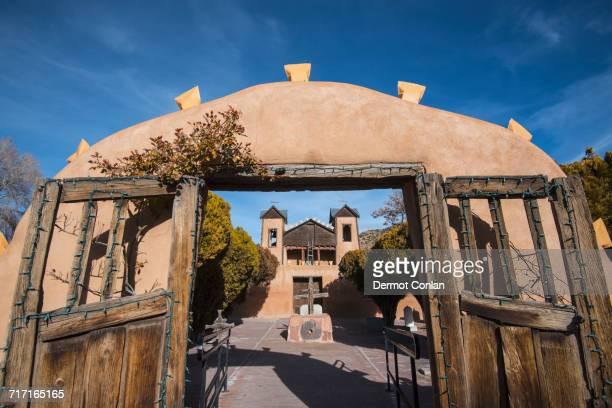 USA, New Mexico, Chimayo, El Santuario de Chimayo seen through gate