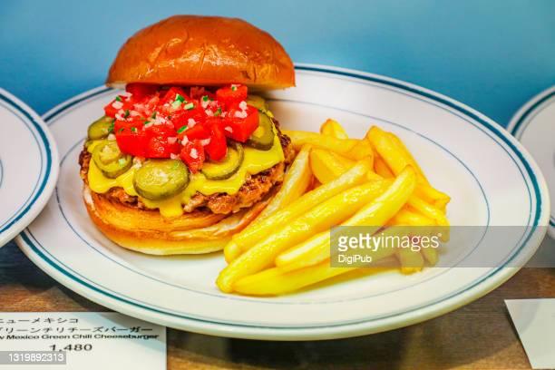 new mexico green chili cheeseburger, food model - yōshoku photos et images de collection