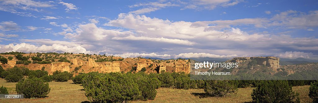 'USA, New Mexico, near Truchas, rock formations with juniper and pinon pines' : Stock Photo