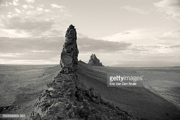 usa, new mexico, ship rock (bandw) - eric van den brulle stock pictures, royalty-free photos & images