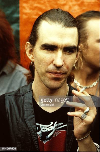 New Model Army Musikgruppe Rockmusik GB Saenger und Gitarrist Justin Sullivan Portraet 1989