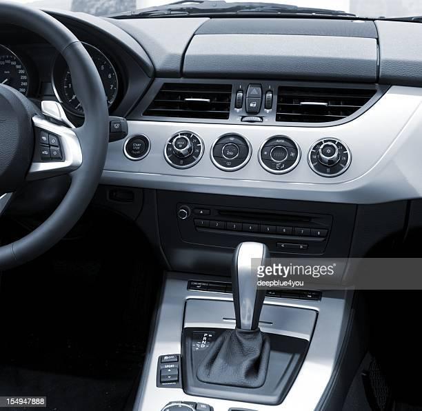 新しい車のインテリアデザインモダンな(空調設備、自動