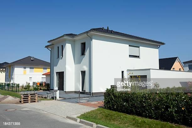 Neue moderne einfache Familien-Haus