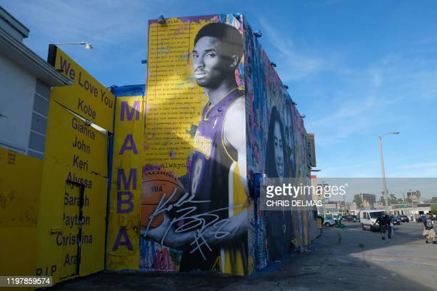 A new mural by French artist Mr Brainwash picturing Kobe Bryant and his daughter Gigi is seen in Los Angeles on January 31 2020 / RESTRICTED TO...