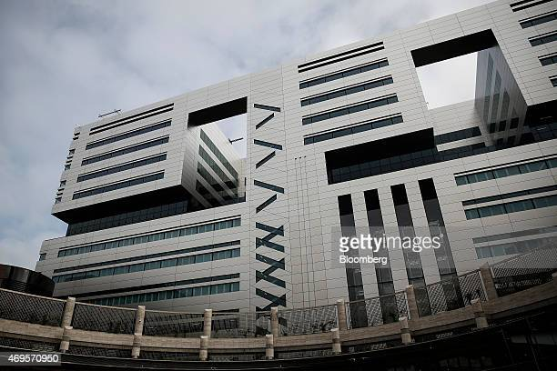 A new office complex No 5 Broadgate to be occupied by UBS AG stands as construction nears completion in London UK on Monday April 13 2015 UBS will...