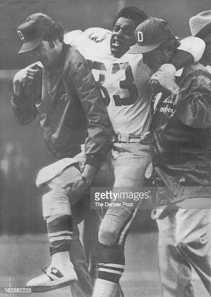 211978 DEC 30 1980 JAN 3 1981 LSDP0115221/15/78 New Orleans Dallas Cowboy running back Tony Dorsett his face showing the pain is carried from the...