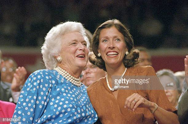 New Orleans Louisiana Barbara Bush and Marilyn Quayle wife of Senator Dan Quayle of Indiana are all smiles as they respond to the cheers of the...