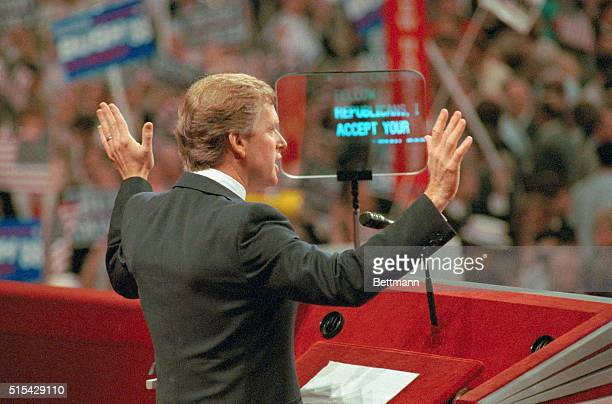 New Orleans Louisiana Dan Quayle of Indiana accepts the Republican vicepresidential nomination August 18 'I accept' can be seen on the teleprompter