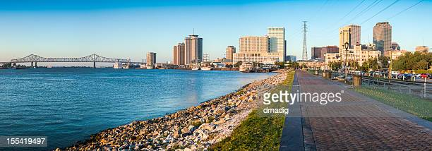 new orleans river walk panorama - gulf coast states stockfoto's en -beelden