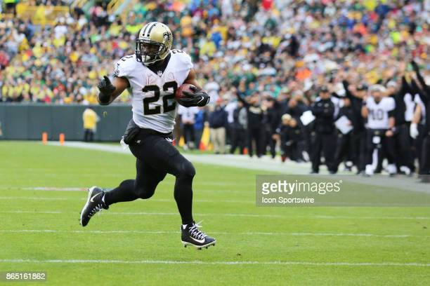 New Orleans Saints running back Mark Ingram runs for a touchdown during a game between the Green Bay Packers and the New Orleans Saints on October 22...