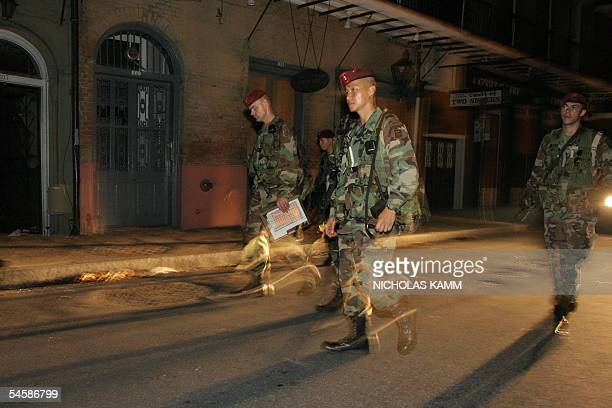 New Orleans, UNITED STATES: Soldiers from the US army 82nd Airbone Division patrol in the streets of the French Quarter in New Orleans late 04...