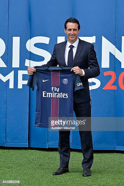 New Paris SaintGermain Coach Unai Emery poses with the Paris SaintGermain jersey during his presentation to the media at Parc des Princes on July 4...