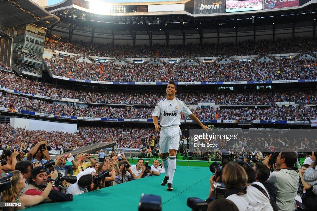 Real Madrid Presents Cristiano Ronaldo As New Player : News Photo