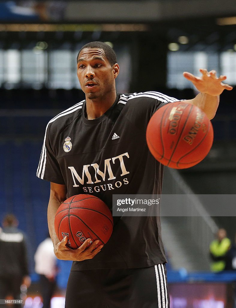 New Real Madrid signing Tremmell Darden exercises before of the Turkish Airlines Euroleague Top 16 game between Real Madrid and Unicaja Malaga at Palacio de los Deportes on March 15, 2013 in Madrid, Spain.