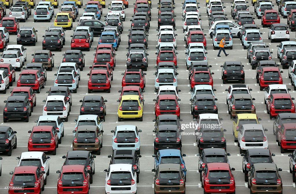 Automobile Manufacture At Renault SA Plant : News Photo