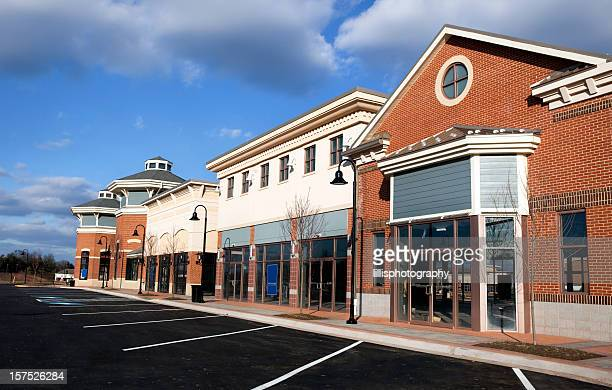 new retail strip mall with vacancies - lease agreement stock pictures, royalty-free photos & images