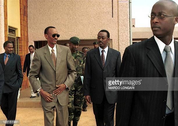 New Rwandan President Paul Kagame leaves under tight security the Parliament building accompanied by Premier Bernard Makuza 17 April 2000 in Kigali...