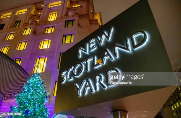 new scotland yard sign at night - new scotland yard stock pictures, royalty-free photos & images