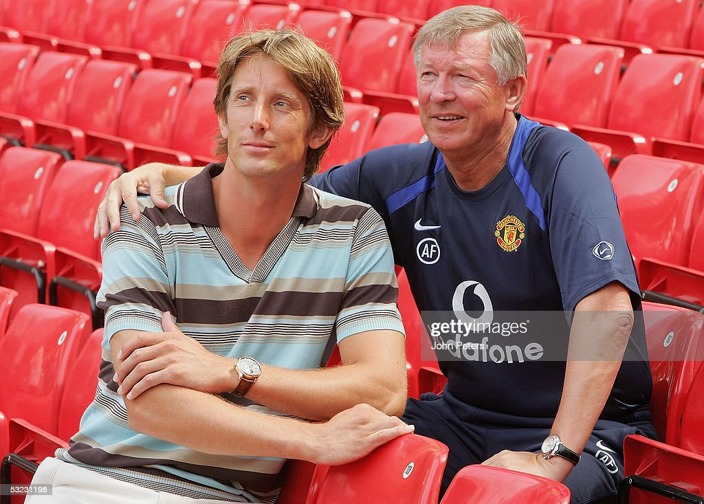https://media.gettyimages.com/photos/new-signing-edwin-van-der-sar-poses-with-sir-alex-ferguson-after-a-picture-id53231198