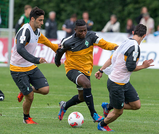 Photos et images de werder bremen presents new player for 5 seasons designhotel bremen