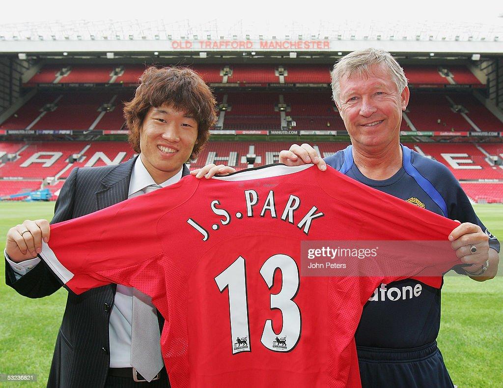 Manchester United Unveil Ji Sung Park