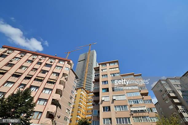 new skyriser behind older apartments - emreturanphoto stockfoto's en -beelden