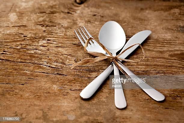 Neue Löffel, Messer und Gabel-Tisch