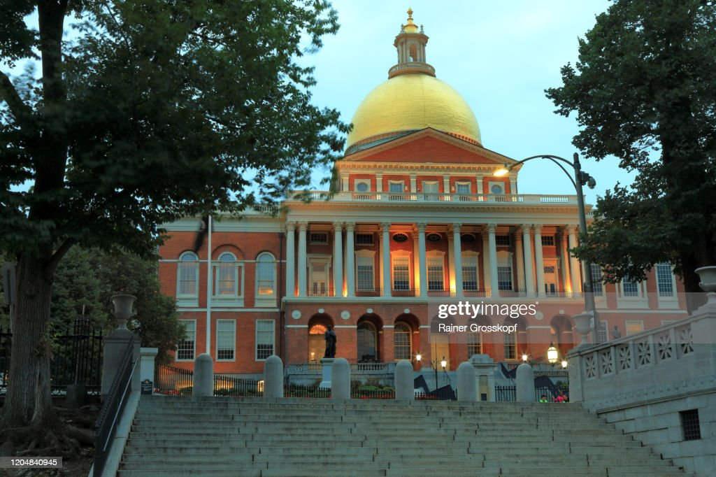New State House in Boston illuminated at dusk : Stock-Foto