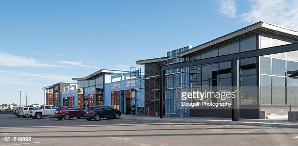 new strip mall under construction in saskatoon - consumentisme stockfoto's en -beelden