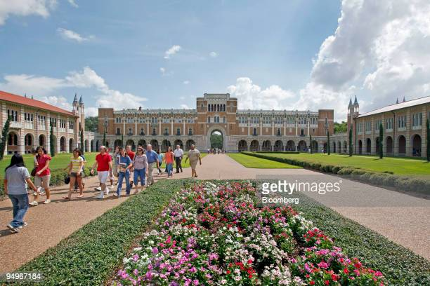 New students and their parents walk outside Lovett Hall during an orientation tour on the campus of Rice University in Houston Texas US on Friday Aug...