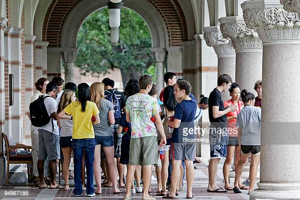 New students walk through Lovett Hall during an orientation tour on the campus of Rice University in Houston Texas US on Friday Aug 21 2009 Rice...