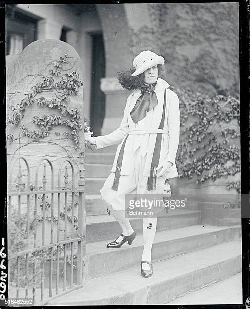 New style knickers startled Washington When Miss Vivian Saylor promenaded a long 16th Street in Washington on Easter Sunday afternoon she caused not...