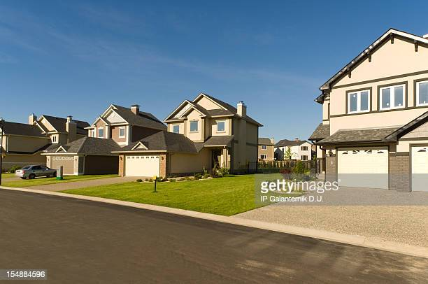 new suburban houses. - borough district type stock pictures, royalty-free photos & images