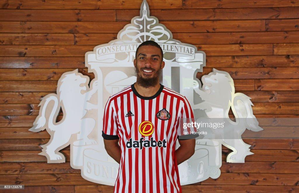 Sunderland Unveil New Signing Lewis Grabban