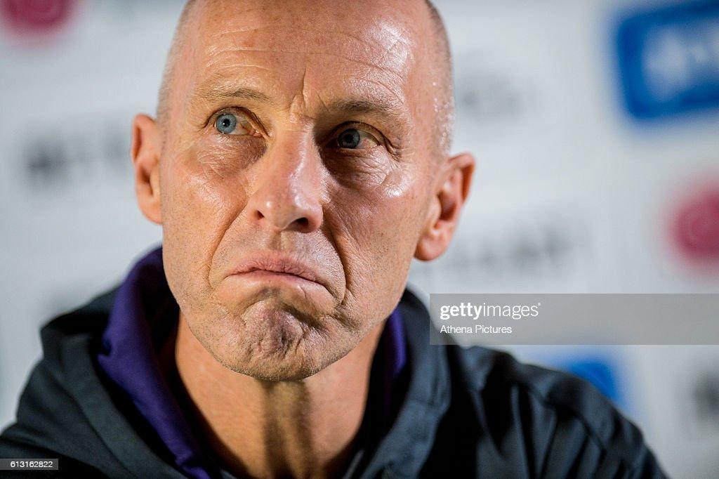 Swansea unveil Bob Bradley as new Manager : News Photo