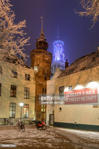 "new tower and old city hall in kampen winter night - ""sjoerd van der wal"" stockfoto's en -beelden"