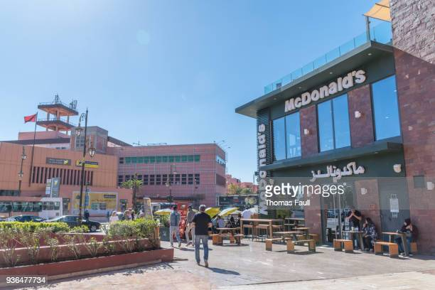 new town area of marrakesh with a mcdonald's restaurant - scrittura non occidentale foto e immagini stock