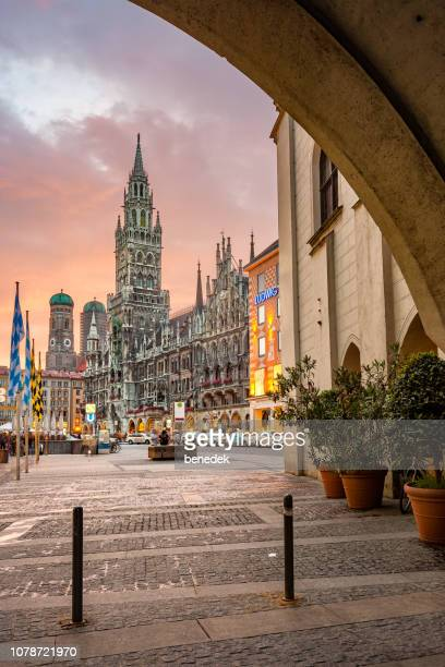 new town hall at marienplatz in munich germany - new town hall munich stock pictures, royalty-free photos & images