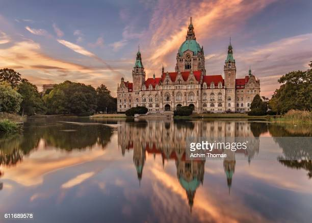 new town hall (neues rathaus) - hannover, germany, europe - castle stock-fotos und bilder