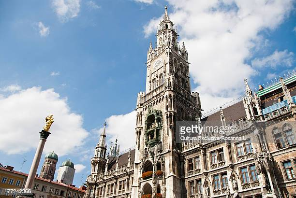 new town hall, marienplatz, munich, germany - marienplatz stock pictures, royalty-free photos & images